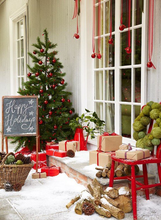 Bold_Holiday_Chalkboard_Front_Porch_Decor