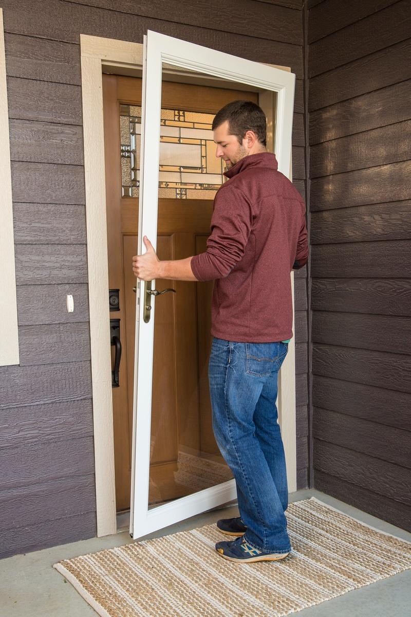 EasyHang_Installation_Placing_Door.jpg